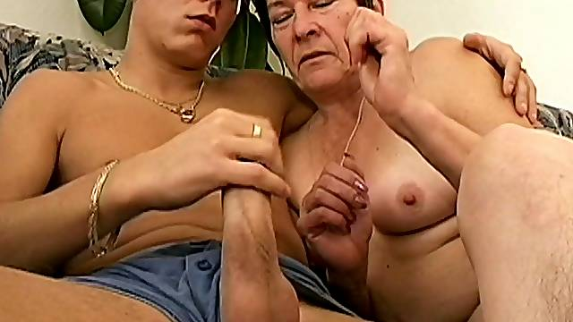Amateur fucking at home between a younger man and mature Anna2