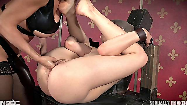 Zoey Laine only wants to be tied up and used and nothing else