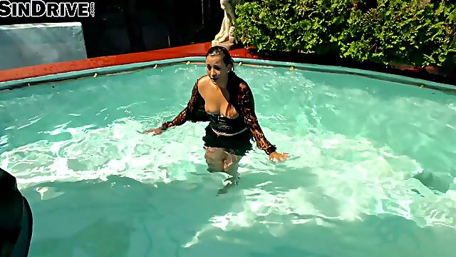 Kinky threesome in the pool with clothed attractive chicks