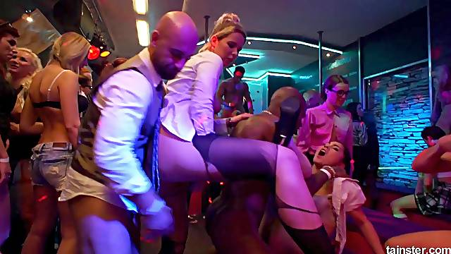 Mia Blond and Victoria Puppy let men penetrate their cunts