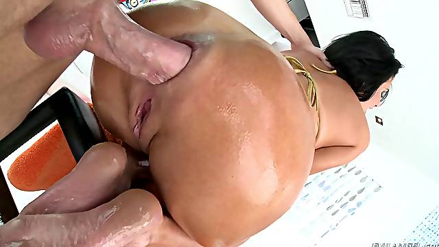 Veronica Avluv is a skillful chick in need of an anal fuck