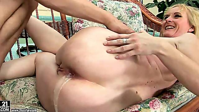 Big boobed mature only wants fresh cock to slam her snatch