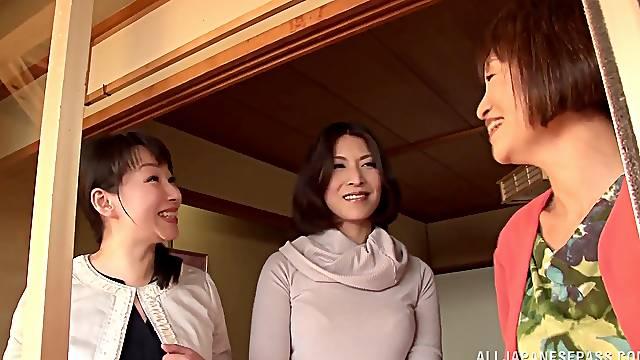 Horny Japanese women enjoy a lesbian threesome game