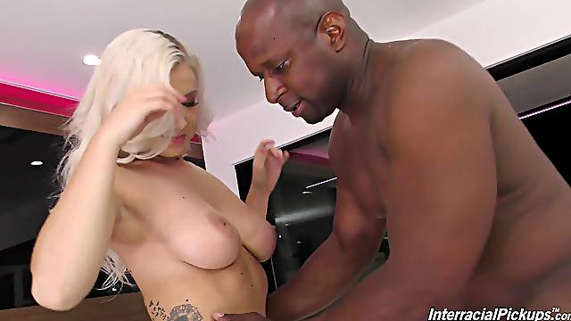 Lucky black guy gets his dick pleases by kinky Emily Right