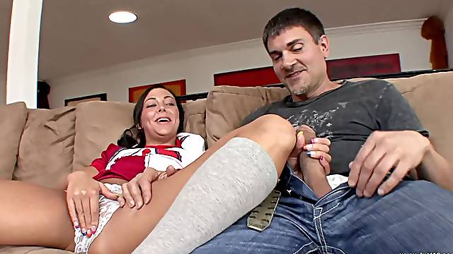 Pasisonate fucking with a cheerleader girlfirne ends with a facial