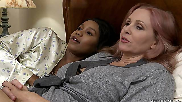 Mature interracial lesbian couple Jenna Foxx and Julia Ann
