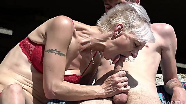 Skinny blonde mature granny Martina Mercedes gets a facial outdoors