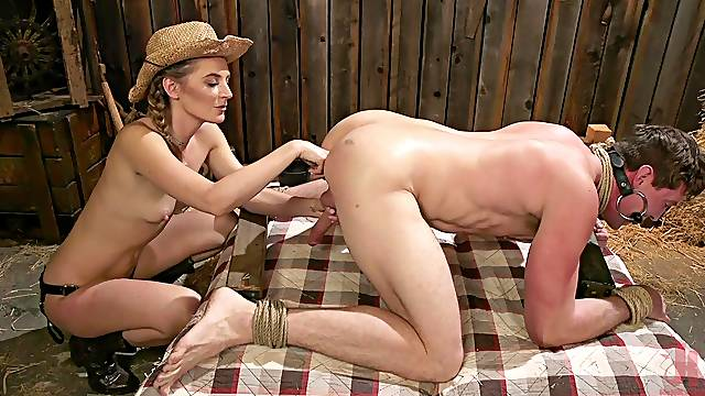 Blondie Mona Wales uses a strapon to fuck tight butt of her hubby
