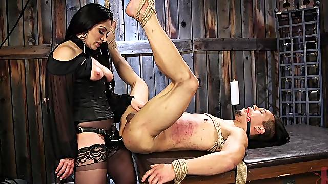 Skinny dude tied up and rough tortured by dominant Lea Lexis