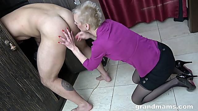 Amateur guy enjoys while a mature slut licks his ass and balls