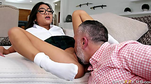 After pussy licking Vina Sky wants to reach orgasm with her friend
