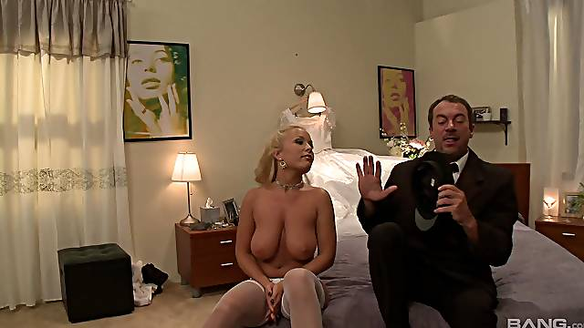 Jessica Moore likes when a stranger cum on her cunt after hard sex
