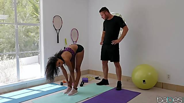 Personal trainer helps sexy Ebony babe Jenna Foxx stretch properly