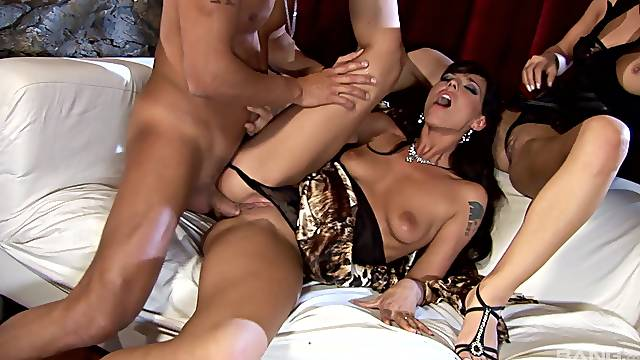 Fucking in the evening with horny sluts Simony Diamond & Lucy Belle