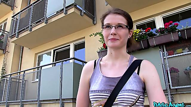 Amateur hottie Julie Paradise with glasses fucked by a stranger