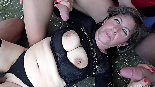 Dirty mature drops on the floor to be fucked by three strangers