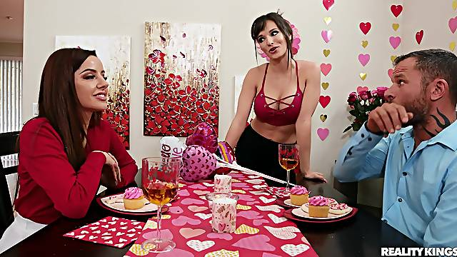 MILF wife Lexi Luna invited oved provocative Vanna Bardot for a 3-way
