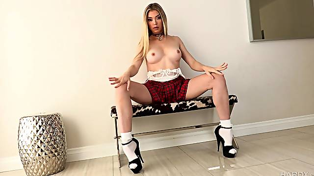Teasing pornstar Anny Aurora loves having a buttplug before anal