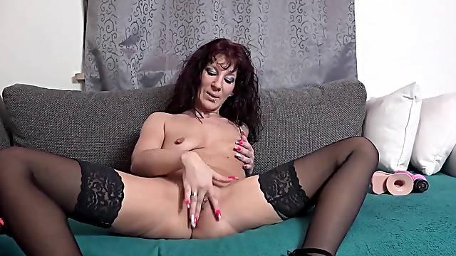 Amateur solo mature Samy Saint pleasures her cravings with toys