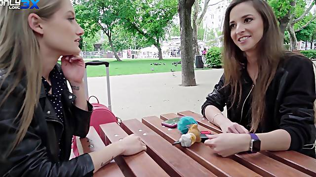 Stunning friends Alyssa Reece and Tiffany Tatum share a hard dick