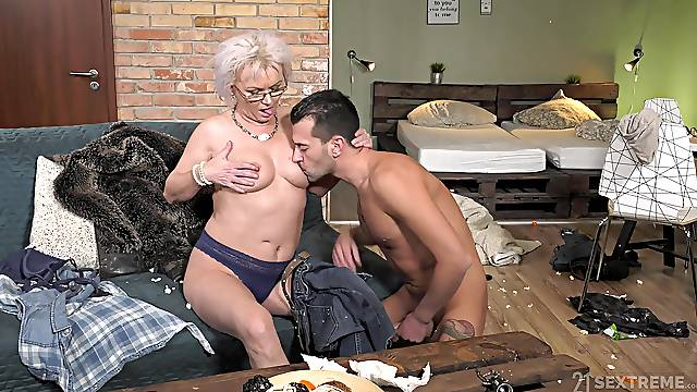 Dirty granny Elvira opens her legs to be fucked by a younger man