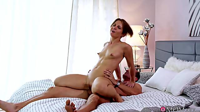 Creampie ending for short haired girlfriend after wild riding