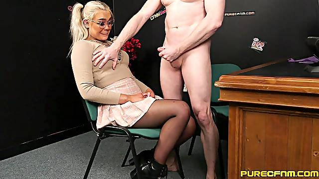 Video of a naked pale dude getting his dick sucked by Gina Varney
