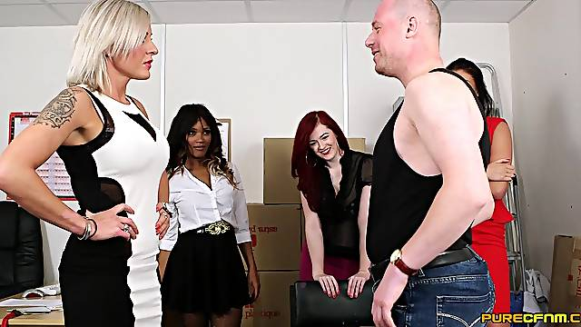 CFNM video of a dude getting BJs from Kiki Minaj and Lissa Love