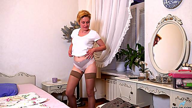 Small boobs mature Barbara drops her panties to have some fun