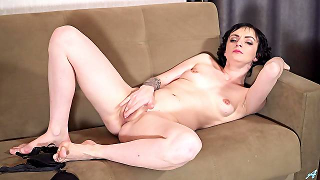 Horny mature amateur Darla fingers her juicy pussy and moans