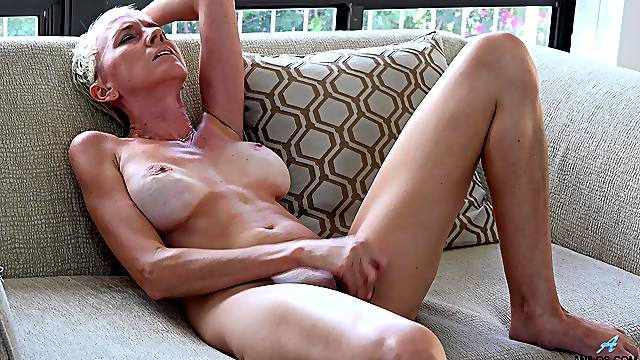 Horny mature Madison Mayhem opens her legs to pleasure her pink taco