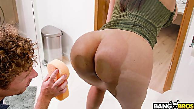 Naughty cougar Luna Star takes a big dick up her juicy butt