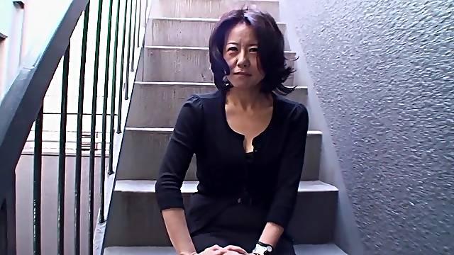 Amateur Japanese mature Junko Sakashita moans during fucking