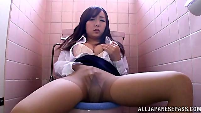 Spy cam catches naughty Chika Haruno fingering her cunt in the bathroom