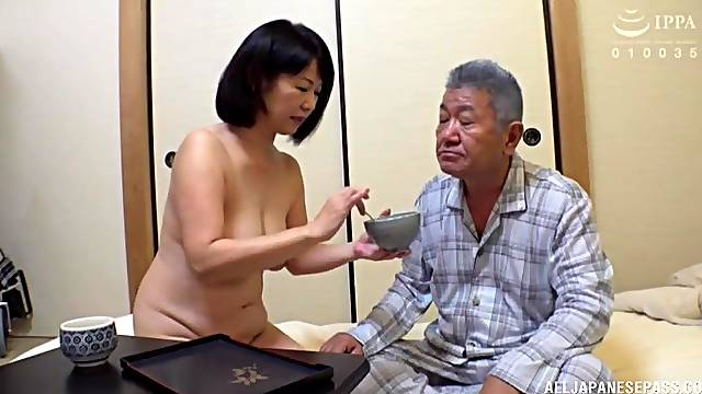 Horny Kanasugi Rio moans while playing with her tight vagina