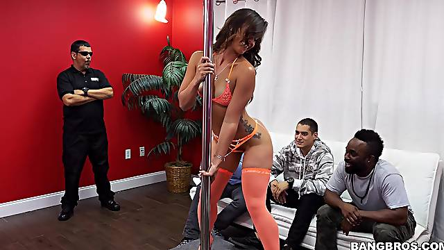 Cum loving hooker Kelsi Monroe drops on her knees to blow a client