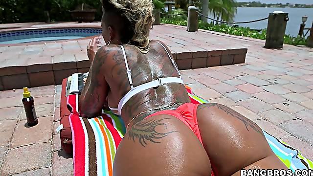Big butt slut Bella Bellz sucks a dick and gets penetrated