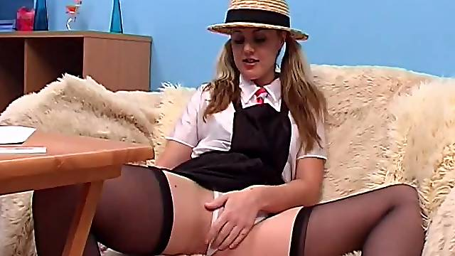 Home alone chick Louise Evans opens her legs to masturbate
