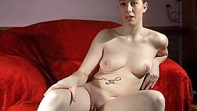 Amateur chick Ruby Reds drops her clothes and plays with her clit