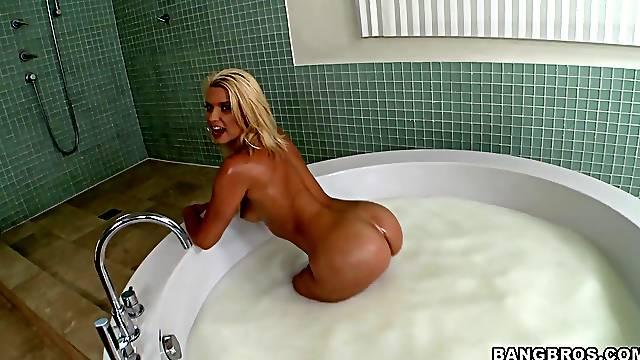 Nasty fucking with hot ass blonde pornstar Anikka Albrite