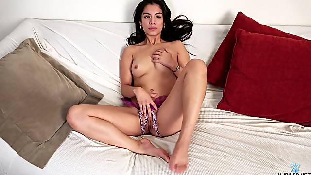 Gorgeous solo chick Lily Rain moans while playing with her clit
