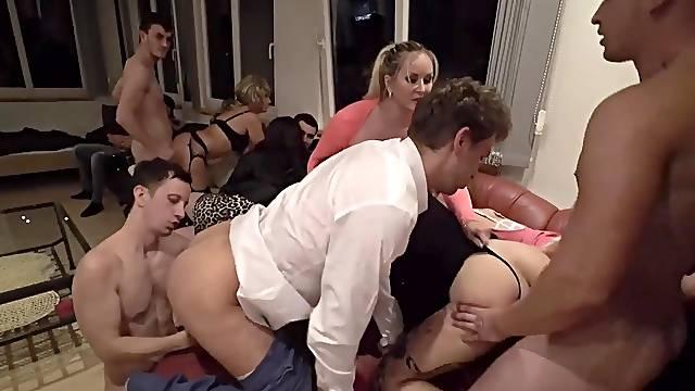 Kinky babes enjoy having hardcore bisexual group sex with Jarushka Ross