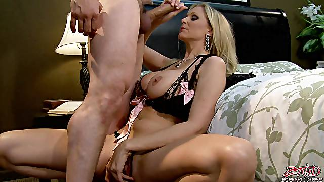 Cum on pussy after passionate fucking with cougar Julia Ann