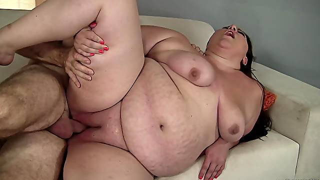 BBW Bella Bendz sucks a cock and gets fucked by a dirty man