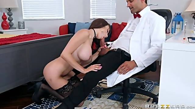 Busty mademoiselle Lexi Luna knows how to give a good blowjob