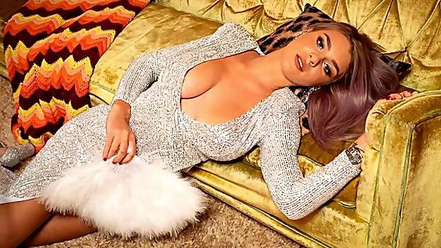 Sensual big-boobed chick Gabbie Carter stimulates her accurate pussy