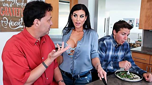 Hot-looking busty MILF Melissa Lynn wants a massive penis