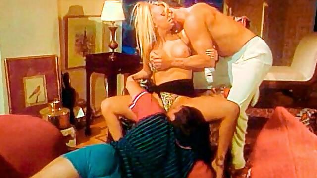 Famous blonde pornstar Jenna Jameson screwed by two big dicks