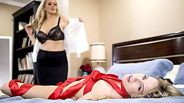 Two babes Julia Ann and Scarlett Sage are fucking in the bedroom