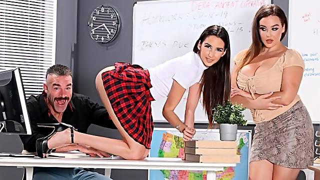 Beautiful sex with two hot models Natasha Nice and Natalia Nix